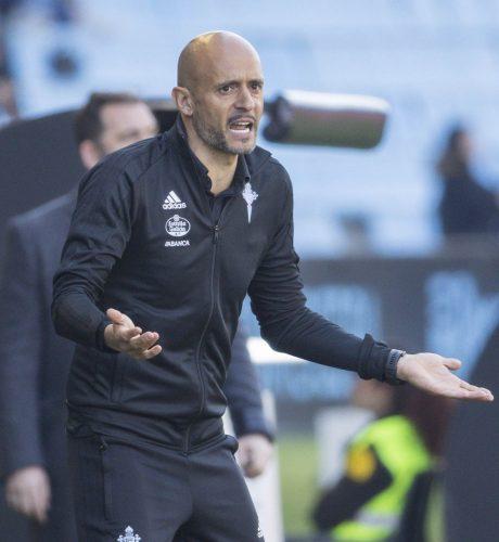 El técnico del Celta, Miguel Cardoso, gesticula durante un encuentro de la presente campaña.