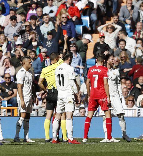 Sergio Ramos ve la tarjeta roja en el encuentro del pasado fin de semana ante el Girona.
