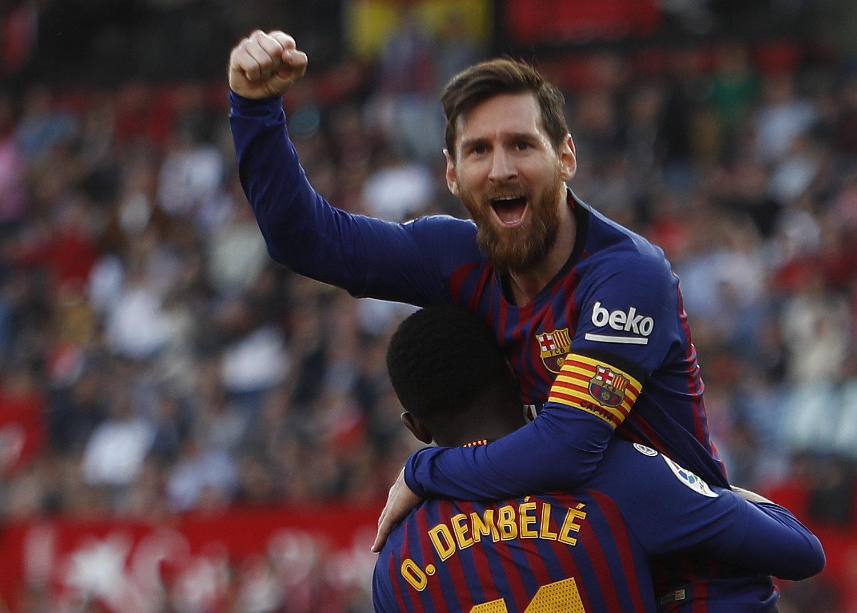 Messi celebra con Dembélé su segundo gol al Sevilla en el encuentro del pasado fin de semana.