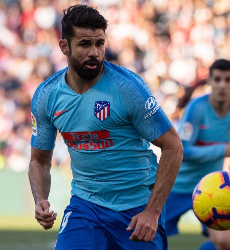 Diego Costa persigue el cuero en el encuentro ante el Rayo Vallecano de la pasada jornada.