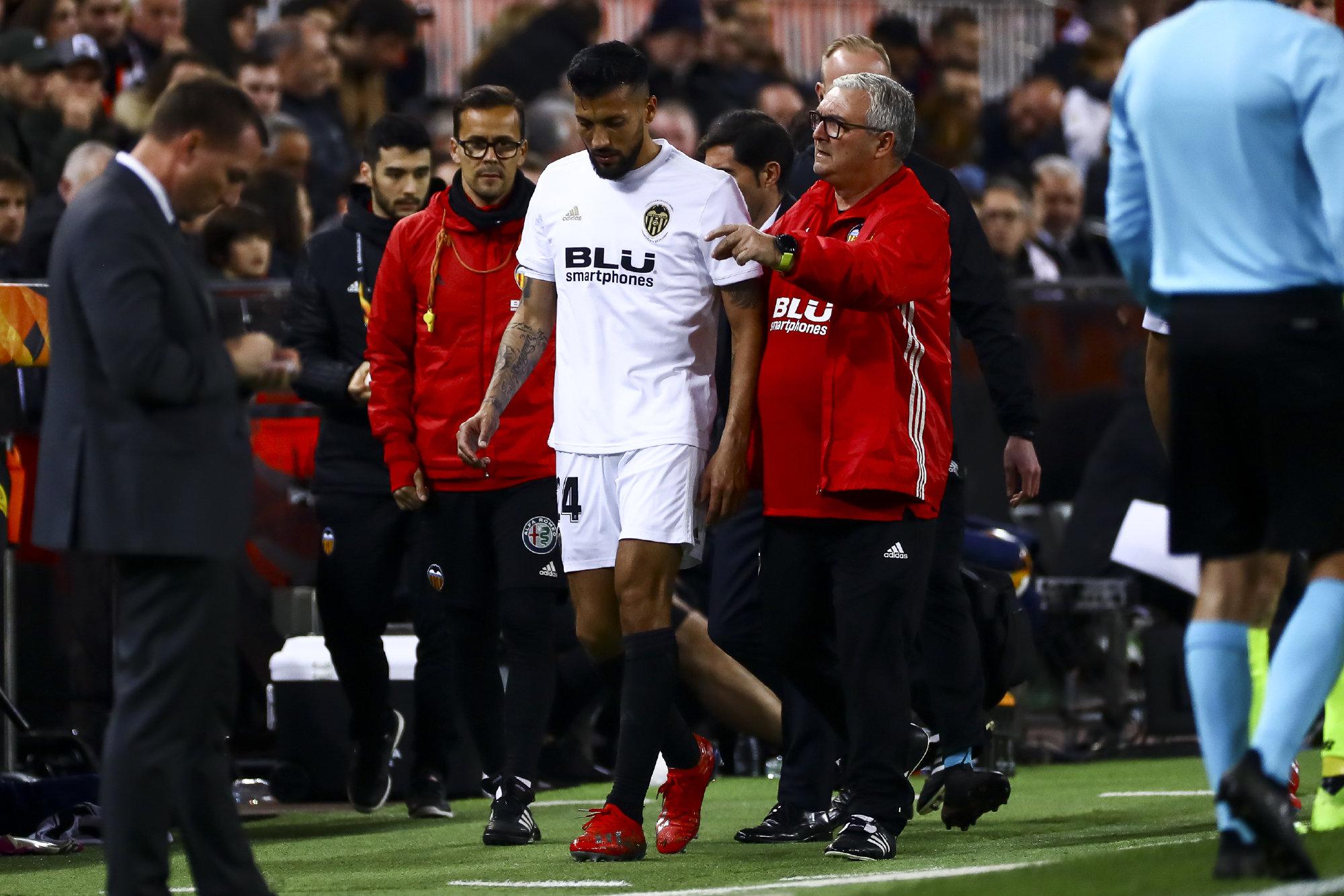 Garay se marcha lesionado del encuentro ante el Celtic de la Europa League.