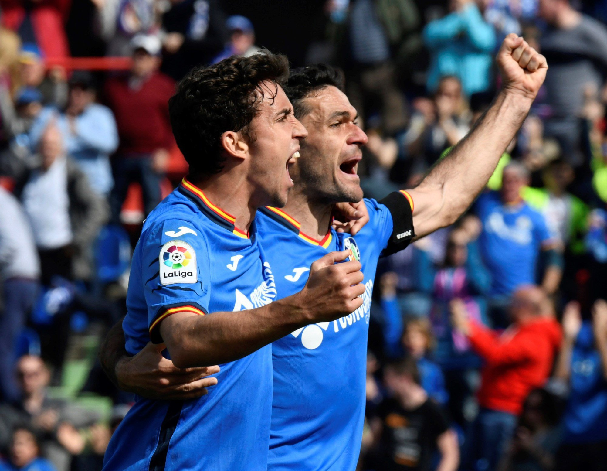 Jaime Mata celebra su gol al Rayo Vallecano con su compañero Jorge Molina.