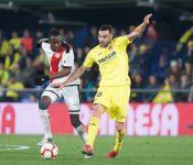 Iborra se marcha de Imbula en el encuentro entre el Villarreal y el Rayo Vallecano de la pasada jornada.