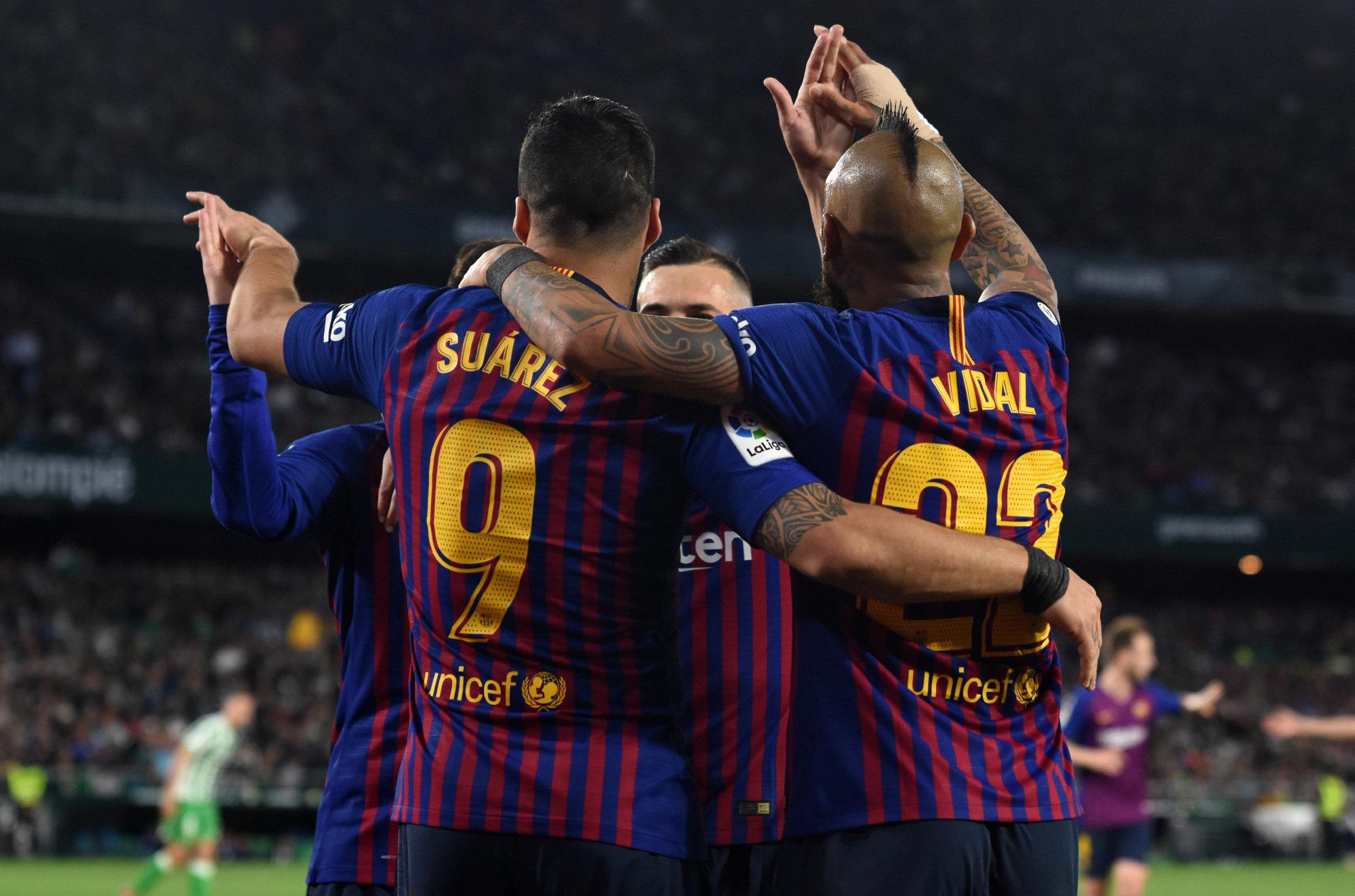 Los jugadores del Barcelona festejan uno de sus tantos al Betis.