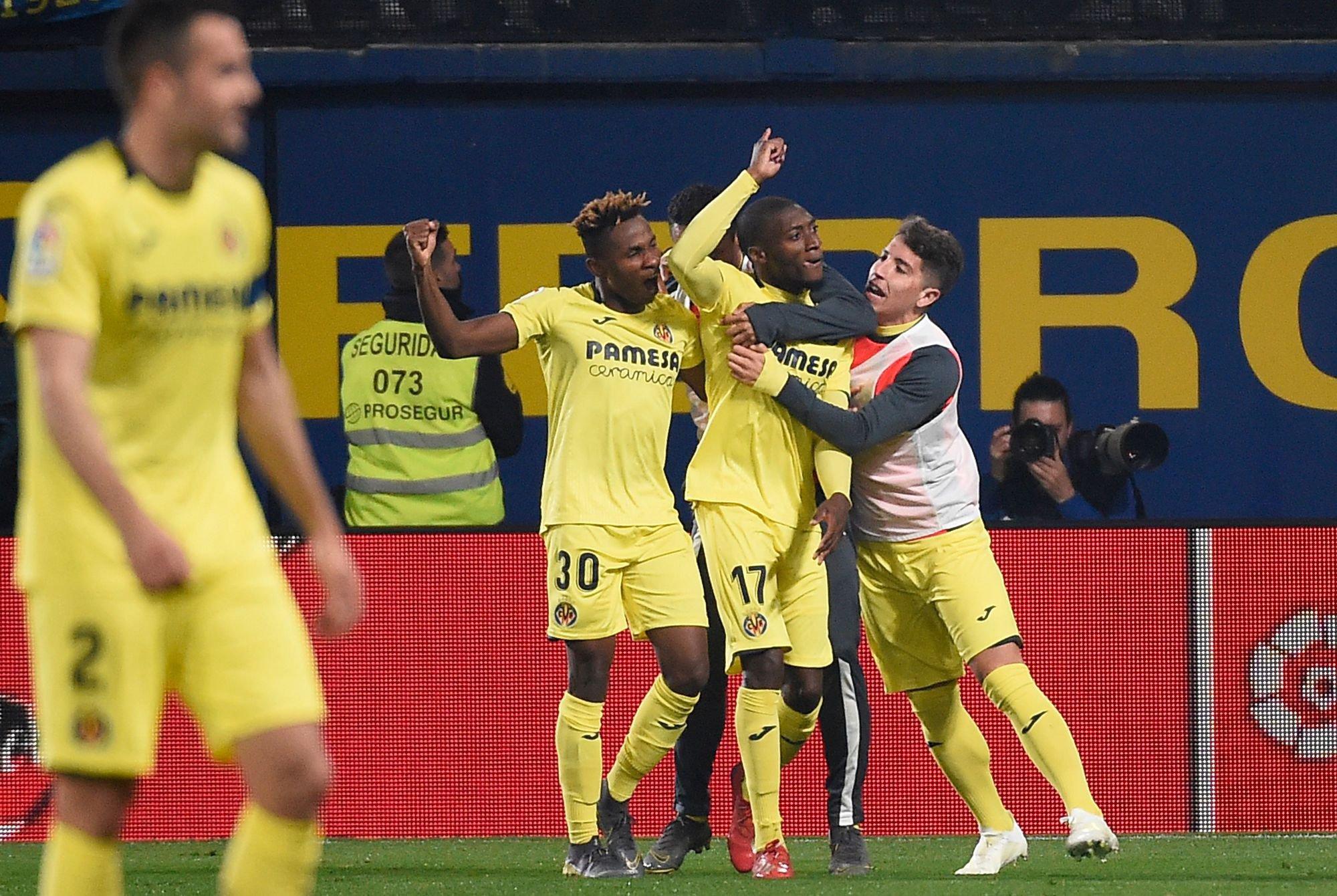 Toko Ekambi celebra el tanto que anotó anoche ante el Barcelona.