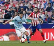 Koke persigue a Olaza en el Atlético-Celta disputado recientemente.