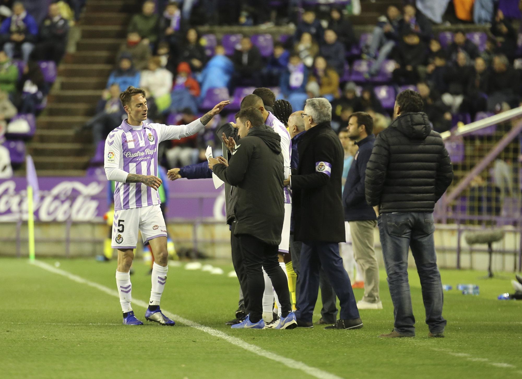 Calero se marcha lesionado del duelo ante el Girona.