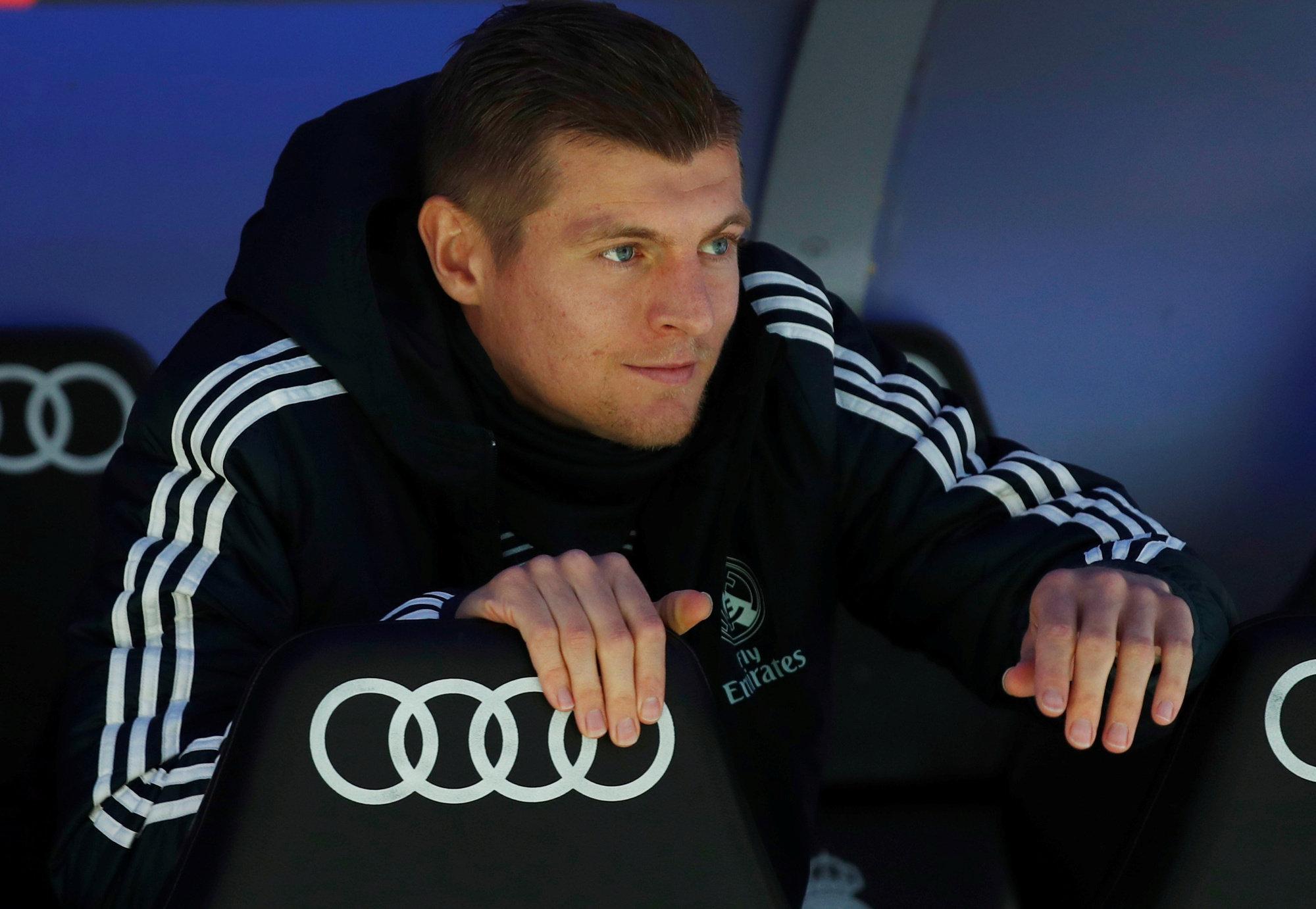 Kroos, en el banquillo del Bernabéu ante el Eibar.