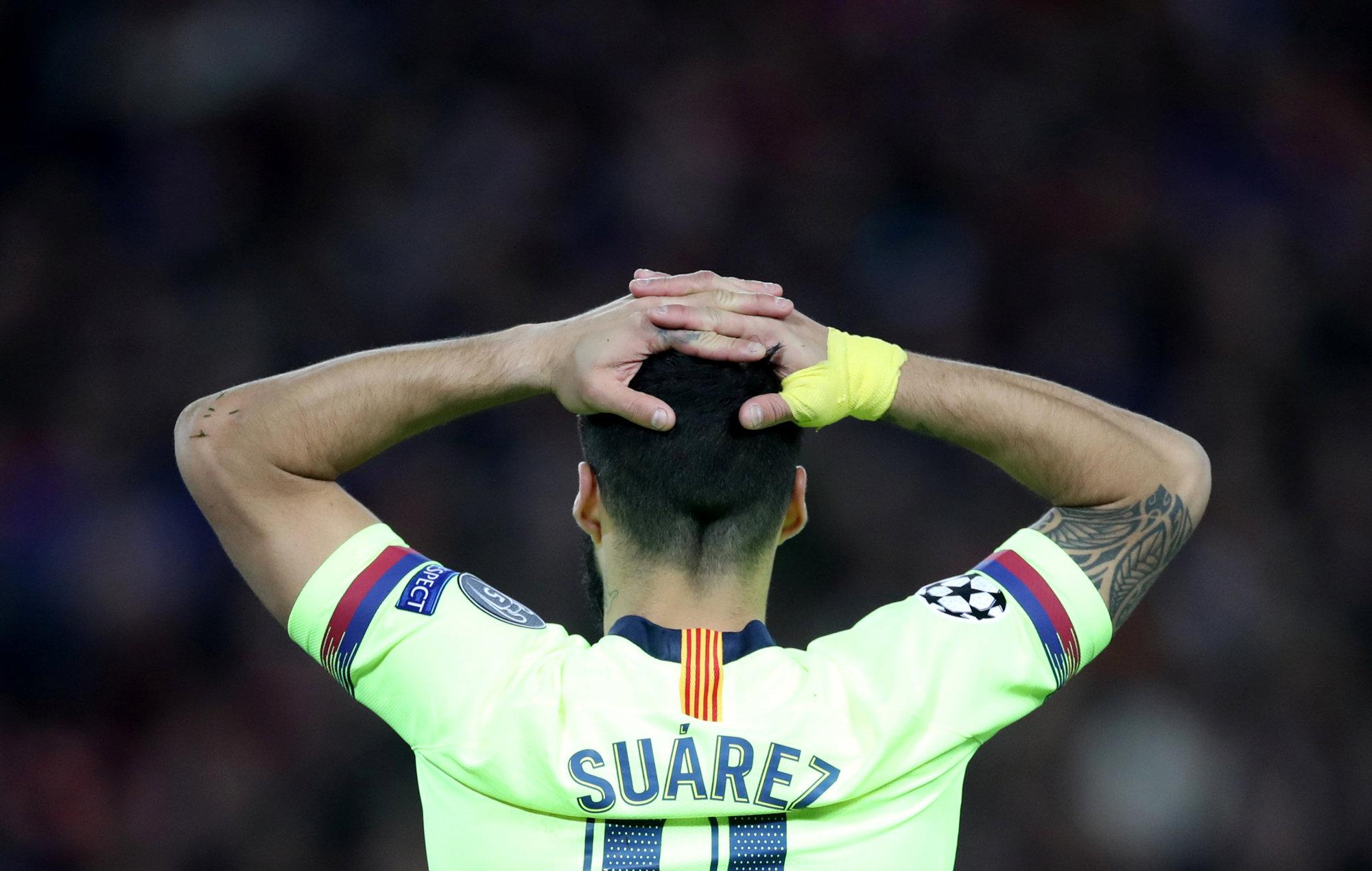 Luis Suárez se lamenta.