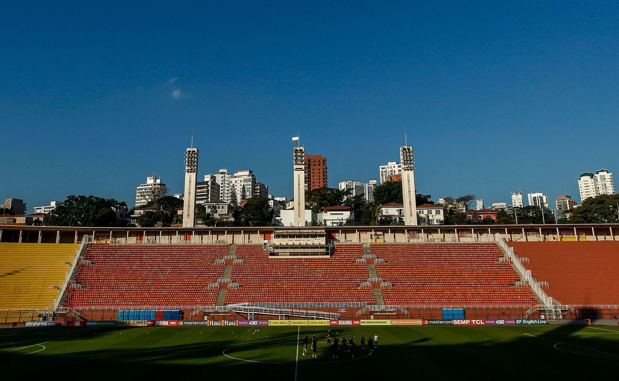 La selección brasileña se ejercita sobre uno de los campos en los que se disputará la Copa América.